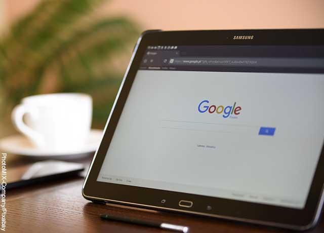 Foto de una tablet que está conectada a internet
