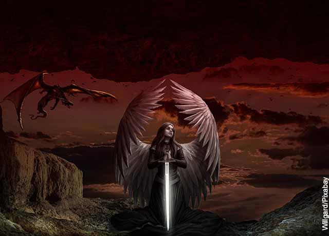 Foto de un ángel con una espada y un demonio