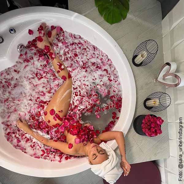 Sara Uribe publicó foto imitando la película Belleza americana