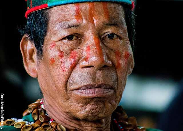 Foto de la cara de un indígena