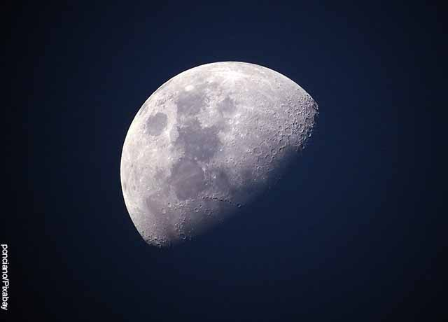 Foto de media luna blanca