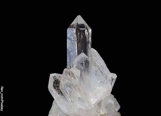 Foto de una piedra mineral transparente