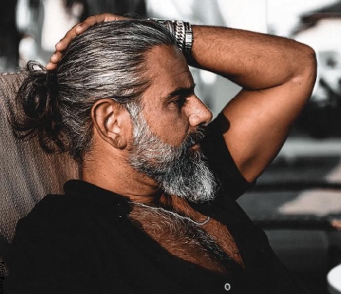 Foto de hombre con canas