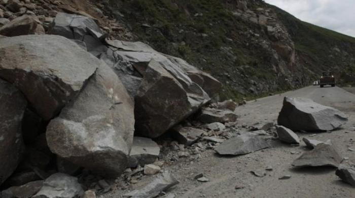 Foto de derrumbe de piedras
