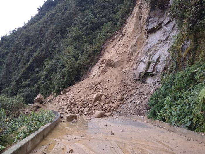 Foto de derrumbe de tierra