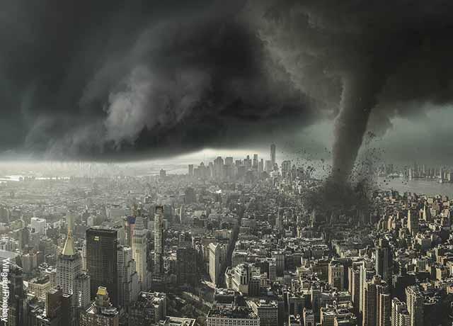 Foto de una ciudad con un tornado que revela lo que es soñar con tornados