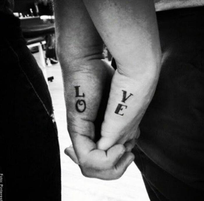 Foto de tatuaje palabra love