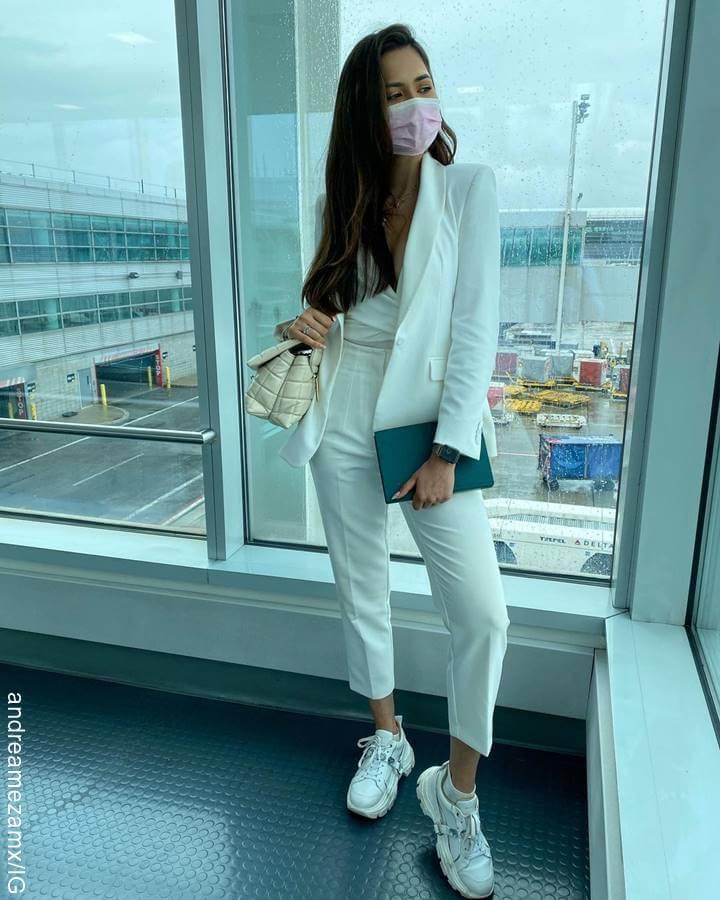 Foto de Andrea Meza Miss Universo 2020 en traje blanco