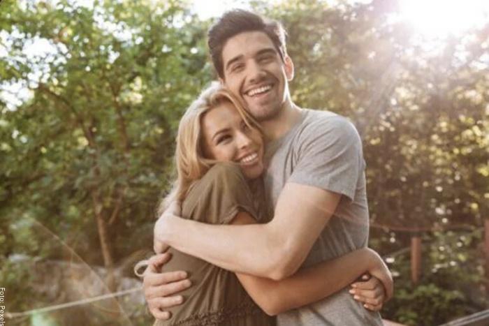 Foto de una pareja feliz