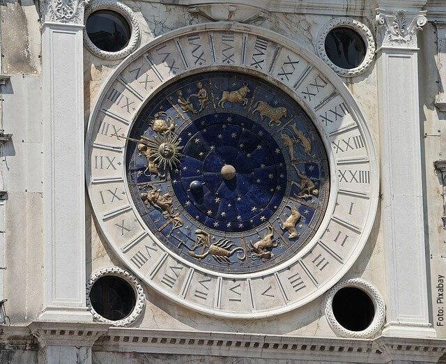 foto de reloj zodiacal