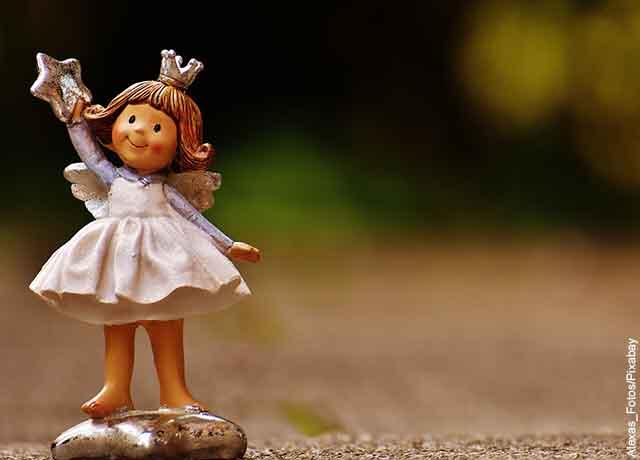 Foto de una porcelana de ángel que revela lo que es 777 en lo espiritual