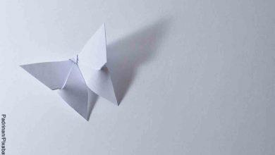 Foto de una mariposa en origami que revela cómo hacer mariposas de papel