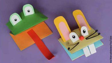 Foto de dos títeres en forma de rana y conejo