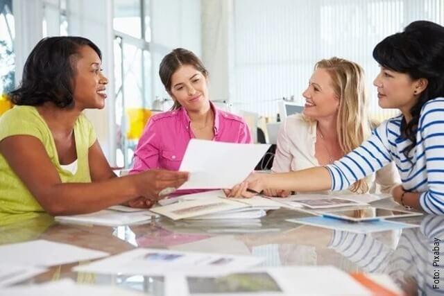 foto de mujeres trabajando