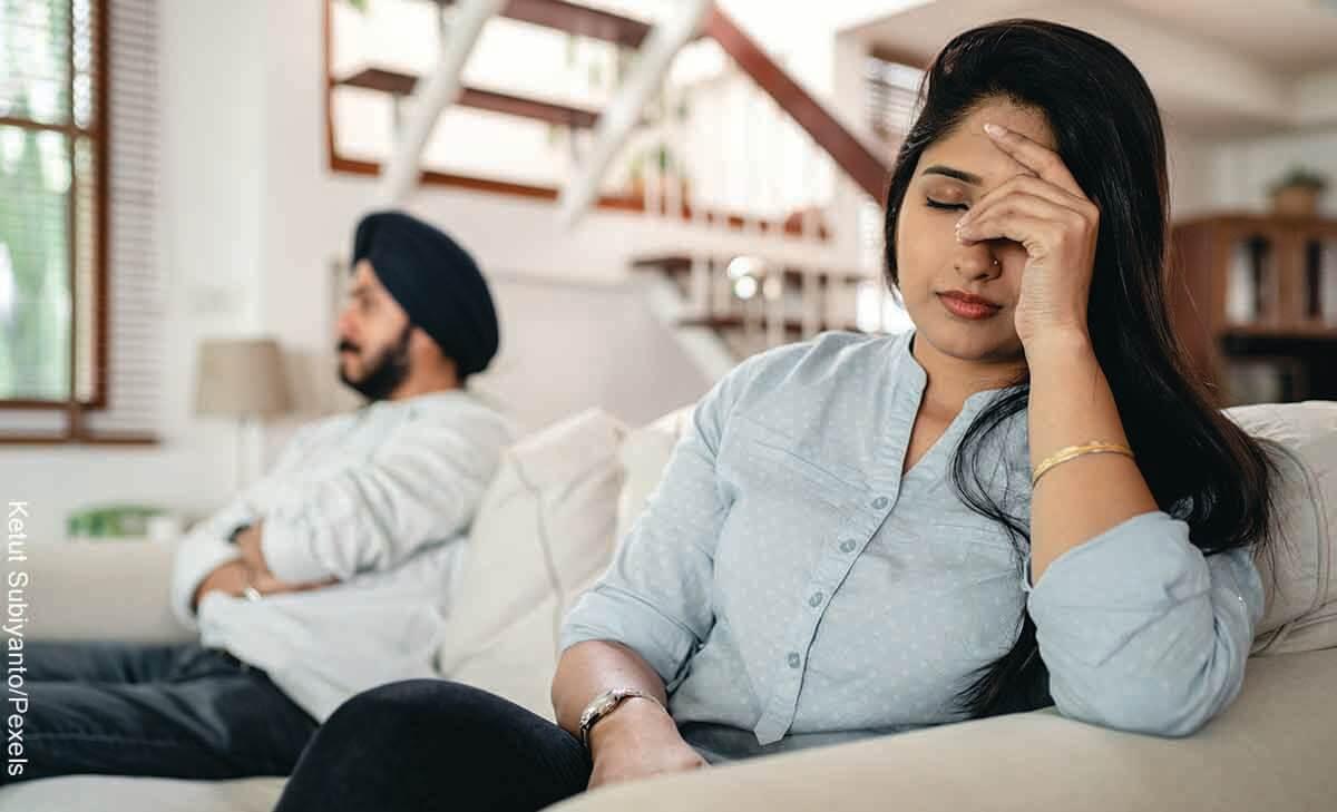 Hombre desea divorciarse de su esposa porque ella no se baña