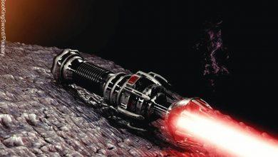 Foto de un sable de luz que muestra el orden de las películas de Star Wars