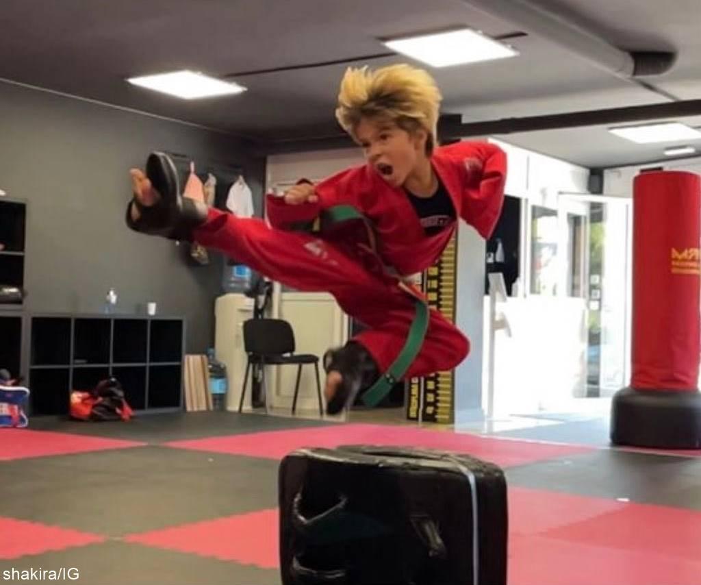 Foto de Sasha Piqué Mebarak practicando artes marciales