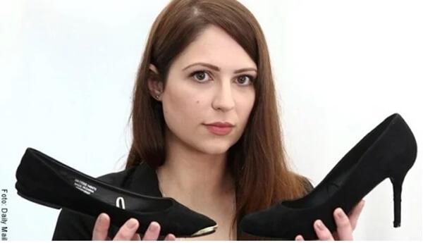 foto de mujer con zapatos en la mano
