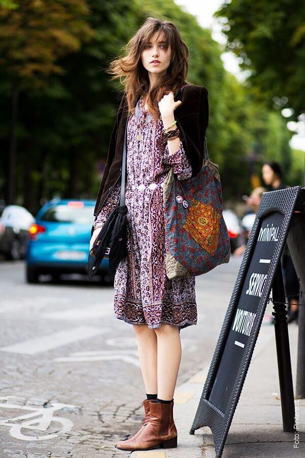 foto de mujer con vestido y botas
