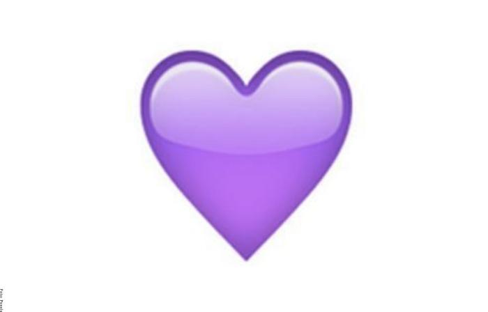 Foto de corazón morado para ilustrar qué significan los corazones de WhatsApp