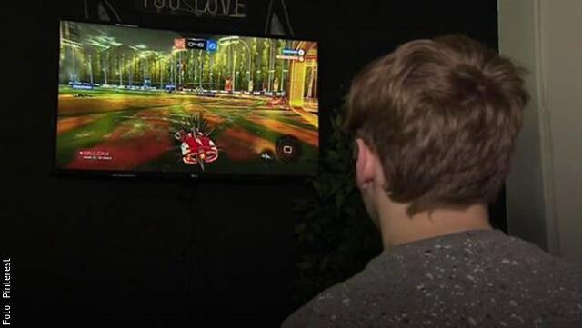 foto de hombre con videojuegos