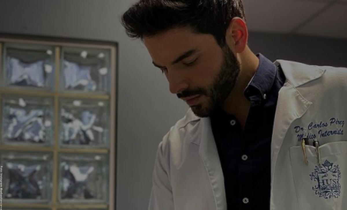 """Sebastián Carvajal se volvió """"el doctor"""" más deseado por fotos sin camisa"""