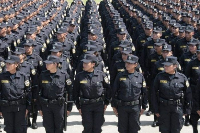 Foto de muchos policías