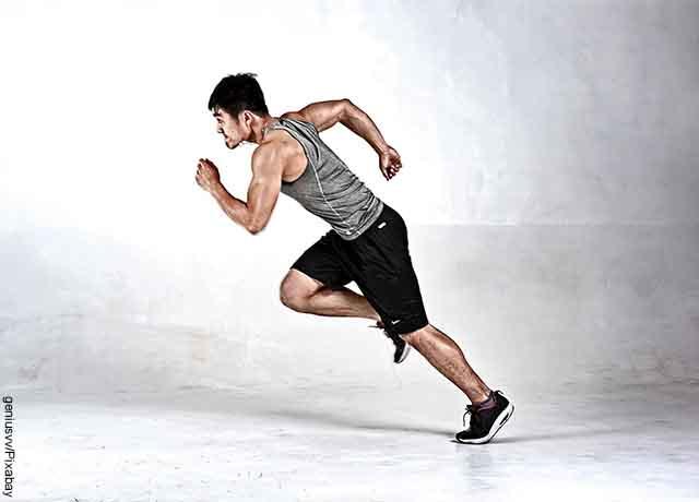 Foto de un hombre corriendo