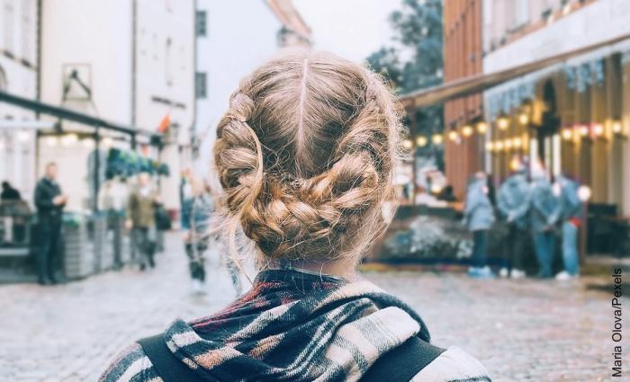 Foto de trenzas en todo el pelo