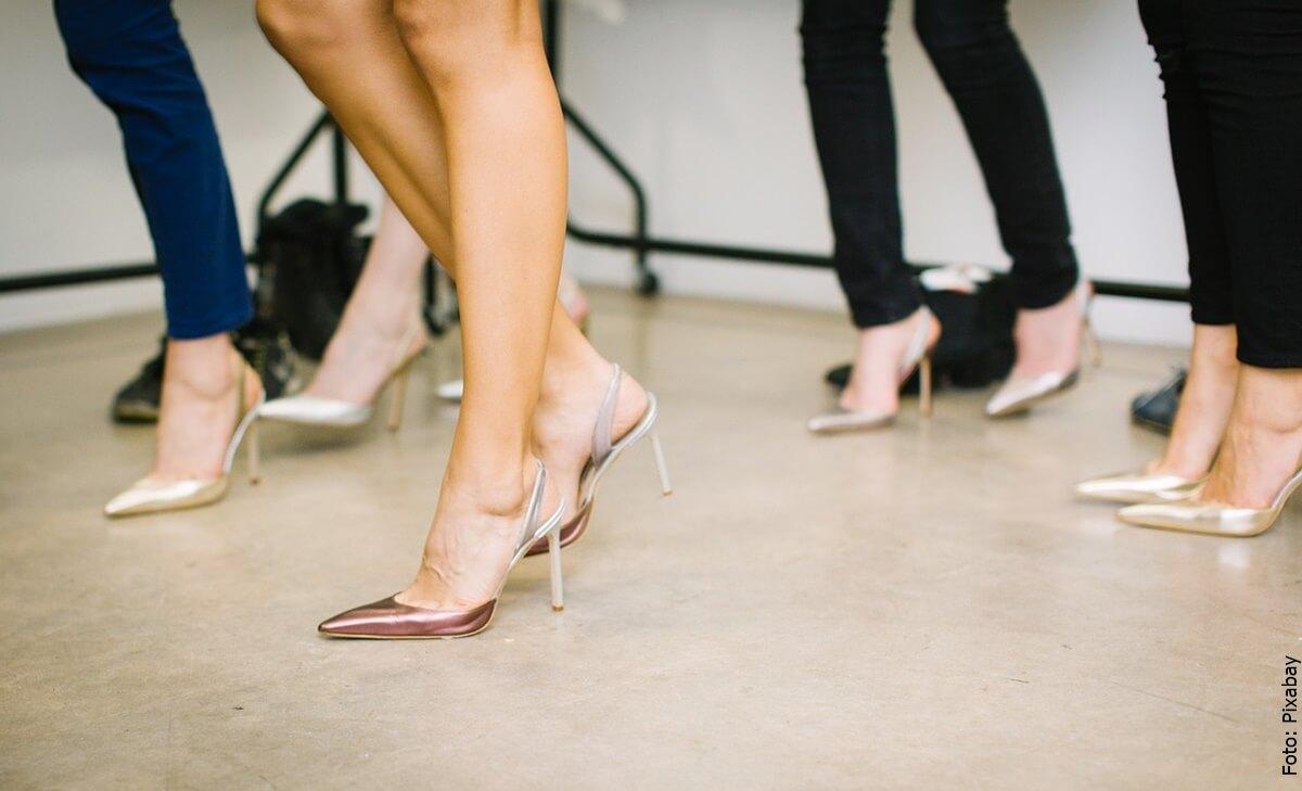 Combina así tus zapatos de tacón alto y serás el centro de atención