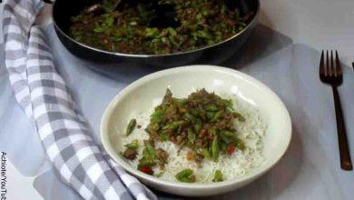 Foto de un plato de verduras con carne que revela cómo hacer habichuelas