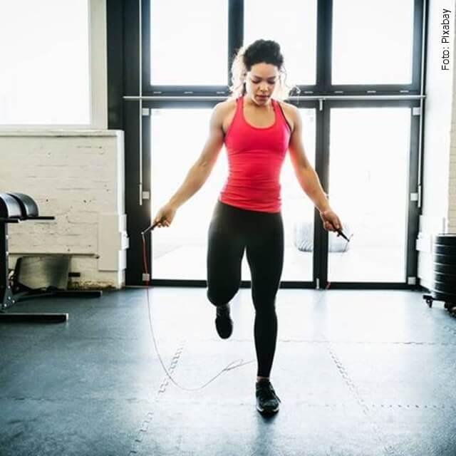 foto de mujer haciendo ejercicio