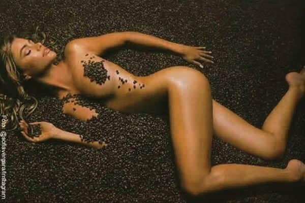 Sofía Vergara mostró su cuerpo cubriéndolo con granos de café